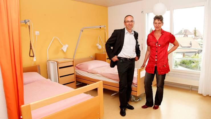 Stiftungsratspräsident Kurt Boner und Geschäftsleiterin Sonja Leuenberger sind überzeugt, dass der Abbau der Zweibett-Zimmer die Wirtschaftlichkeit der Alterssiedlung Grenchen stärkt. Foto: Hanspeter Bärtschi