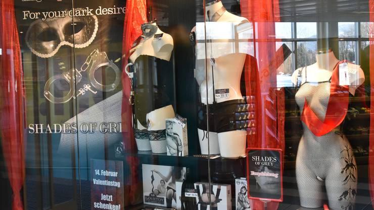 Erotikläden nutzen den «Shades of Grey»-Hype aus und richten ihre Abteilungen teilweise danach.