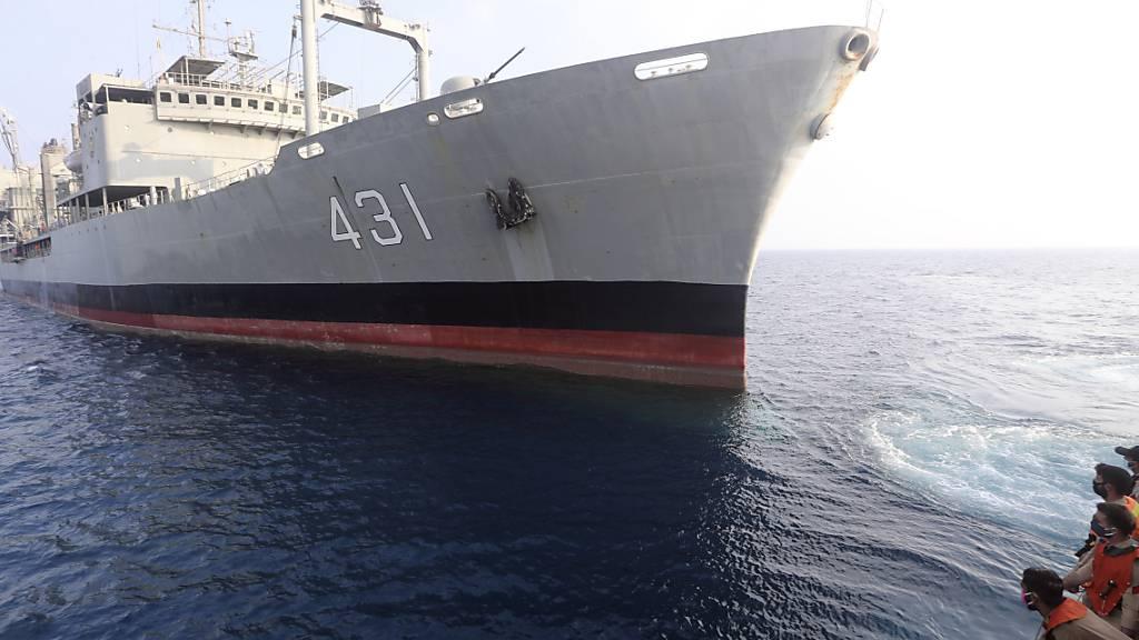 Iran: Grosses Marine-Schiff nach Brand im Golf gesunken