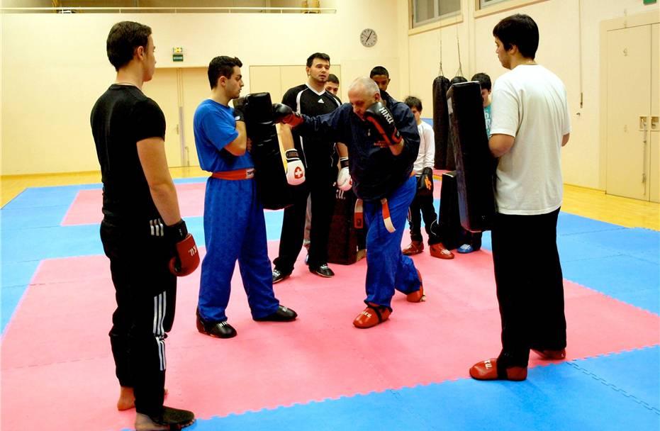 Zu Besuch in Oberentfelden, wo Jugendliche Kickboxen trainieren
