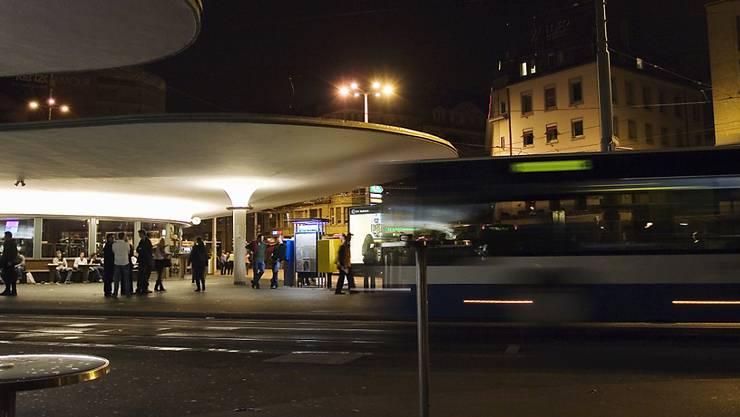 Die Nachtbusse ab dem Bellevue in Zürich fahren erst ab dem 17. Juli wieder. (Symbolbild)