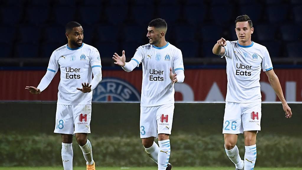 Marseilles Torschütze Florian Thauvin (rechts) freut sich mit Jordan Amavi (links) und Alvaro Gonzalez.