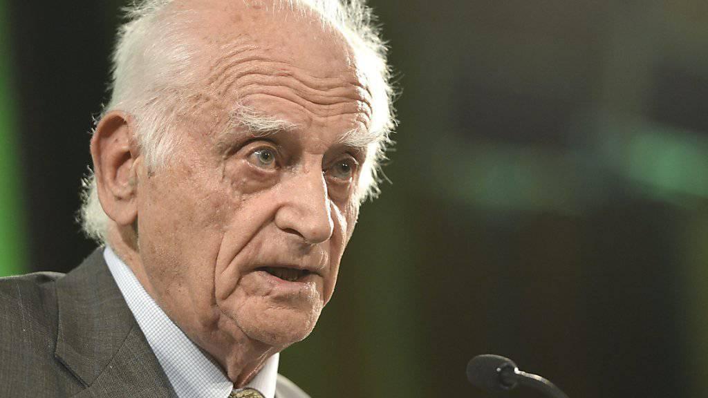 Michel Serres 2012 am Dies Academicus der Universität Genf.