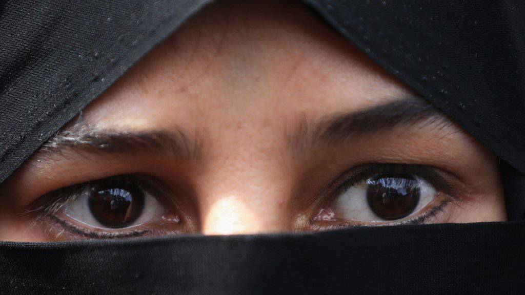 Die Initiative des Egerkinger Komitees verlangt, dass niemand sein Gesicht im öffentlichen Raum verhüllen oder verbergen darf. (Symbolbild)