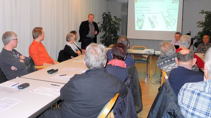 An der GV der CVP Derendingen referiert Reto Vescovi über das Projekt Zentrum Derendingen Mitte.