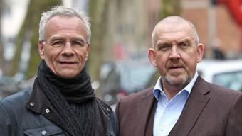 """Die Schauspieler Klaus J. Behrendt (l) alias Max Ballauf und Dietmar Bär alias Freddy Schenk bei Dreharbeiten zum Tatort """"Bausünden"""". Bei der Gelegenheit verrieten sie, dass sie noch mindestens drei Jahre weitermachen."""