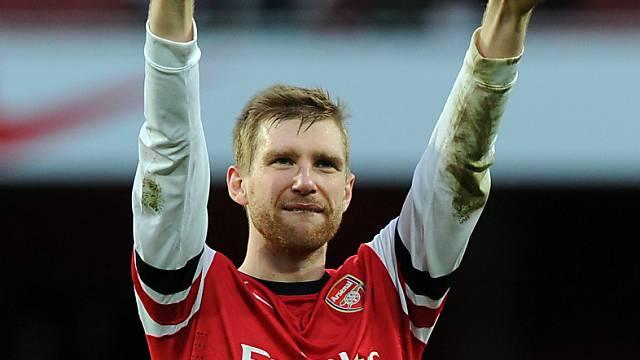 Per Mertesacker spielt auch in der kommenden Saison für die Gunners