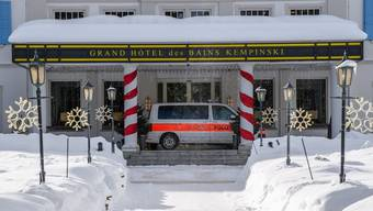 In St. Moritz wurden zwei Hotels wegen des mutierten Coronavirus unter Quarantäne gestellt. Mit Massentests wurde darauf im Dorf nach Infizierten gesucht.