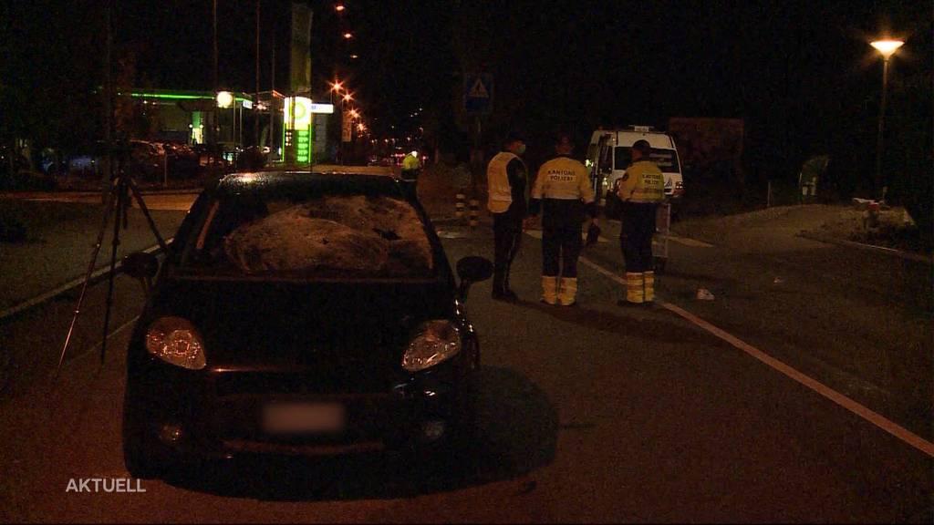 Unfall in Oftringen: Autolenker fuhr zwei 17-jährige Fussgänger an