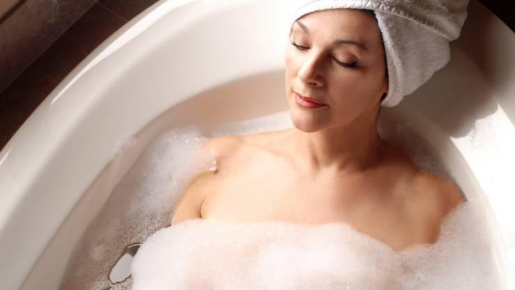 Warm baden vor dem Zubettgehen bei 40 bis 42,5 Grad Celsius hilft .