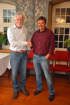 der neue Ehrenpräsident Peter Saxer übergibt die Amtsgeschäfte dem neuen Präsidenten Beat Notter