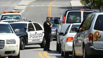 Polizeisperre in der Nähe des Campus