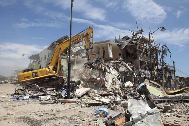Die Bergungsarbeiten nach dem Beben mit Epizentrum in der westlichen Provinz Esmeraldas kamen nur langsam voran.