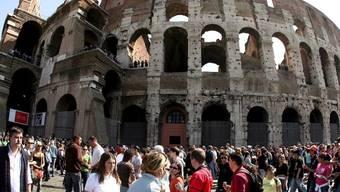 Das Kolosseum ist eine der beliebtesten Sehenswürdigkeiten in Rom (Archiv)