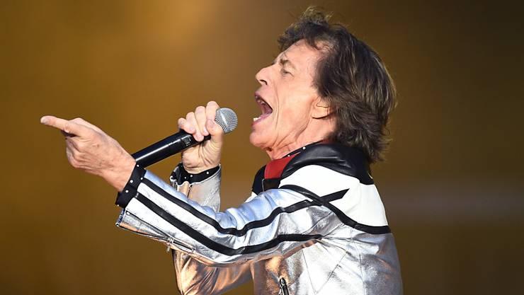 Mick Jagger, hier bei einem Auftritt mit den Rolling Stones im Mai in London, wird heute 75. (Archivbild)
