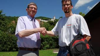 Markus Flury und Thomas Jurt beim Händeschütteln.