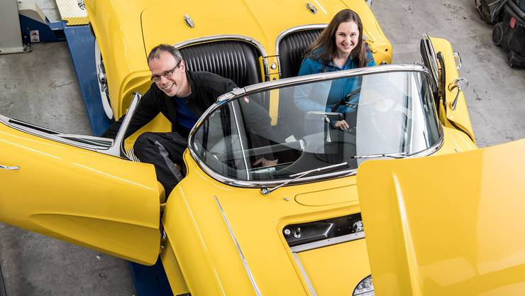 300 Kilometer weit kann man mit der Corvette von Silvia und Till Marton fahren, bis man mit dem Oldtimer an die E-Tankstelle muss.