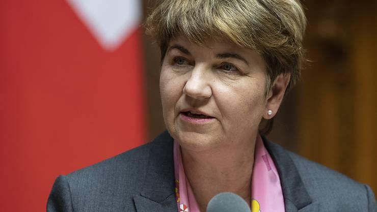 Vor ihrem Antrag zum Projekt Air2030 will Bundesrätin Viola Amherd Informationen erhalten. Sie hat deshalb drei Zusatzberichte angefordert. (Archivbild)
