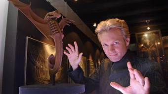 Die Hände von Peter Marvey sind schneller als der TGV: Gut so, denn sein Publikum soll seine Zauberkunst nicht durchschauen können. (Archiv)