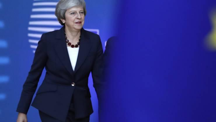 """Die britische Premierministerin Theresa May hat am Mittwochabend zu Beginn des Gipfeltreffens die anderen 27 EU-Staats- und Regierungschefs dazu aufgefordert, mit ihr bei den Brexit-Gesprächen """"einen kreativen Weg aus diesem Dilemma"""" finden."""