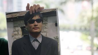 Chen Guangcheng auf einem Protestplakat (Archiv)