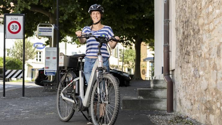 Auf dem E-Bike lässt es sich bequem von Burghügel zu Burghügel reisen.