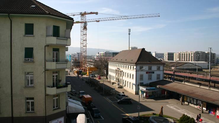 Bahnhof Schlieren: Hier soll eine Begegnungszone entstehen. Sitzbänke, Bäume und Parkplätze sollen so angeordnet werden, dass eine leicht mäandrierte Fahrbahn entsteht