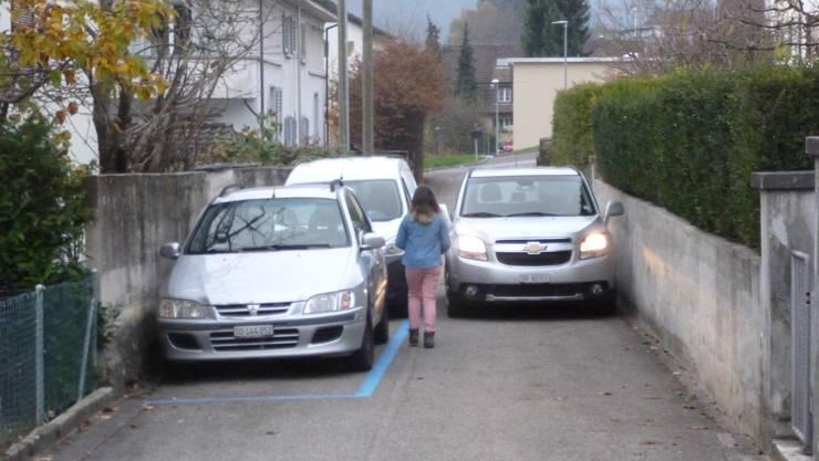 Das perfekte Beispiel für den Blaue-Zonen-Unsinn (Kind in äusserst gefährlicher Situation) (Kein gestelltes Bild!)