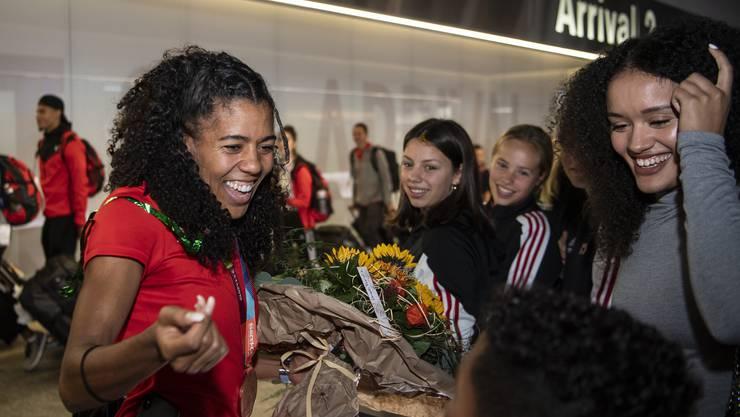 Mujinga Kambundji ist nach dem Gewinn der WM-Bronzemedaille zurück in der Schweiz.