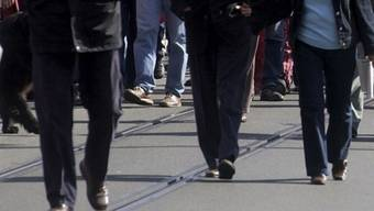 """Die Demonstranten zogen unter dem Motto """"Ein Recht auf Stadt"""" lautstark vom Claraplatz über die Mittlere Brücke und den Petersplatz zum Steinengraben (Symbolbild)."""