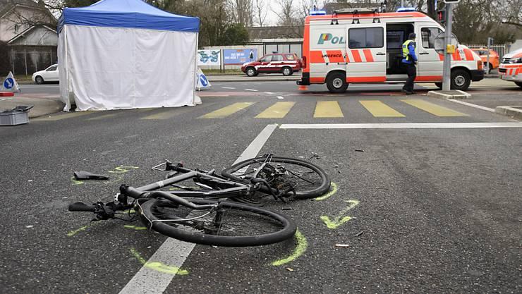 Am Donnerstagnachmittag kollidierte ein E-Bike-Fahrer mit einem Skateboarder. (Symbolbild)