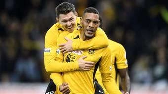Sollen mit YB gegen die Glasgow Rangers punkten: Guillaume Hoarau (r.) und Christian Fassnacht treffen in der Europa League auf den Gast aus Schottland.
