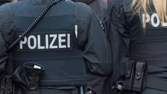 Polizei appelliert an Menschengruppen auf Sportplätzen. (Archivbild)