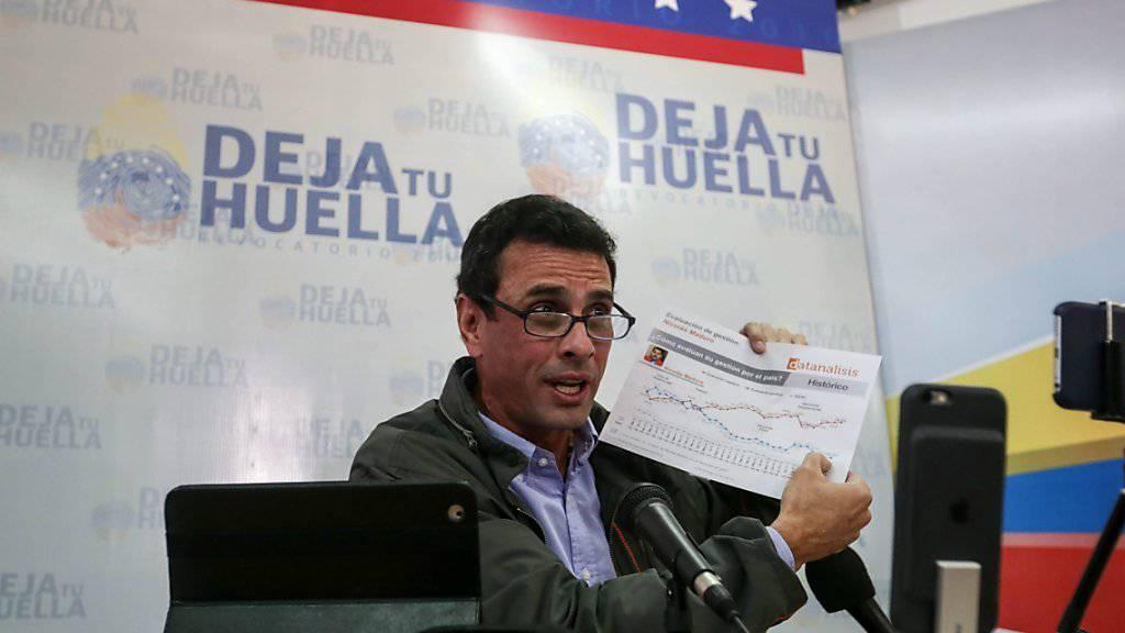 Oppositionsführer Henrique Capriles ruft zu Protesten auf in Venezuela nach der Absage des Abwahlreferendums durch die Wahlkommission.