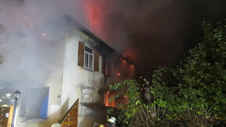 In einem Mehrfamilienhaus brach ein Brand aus.