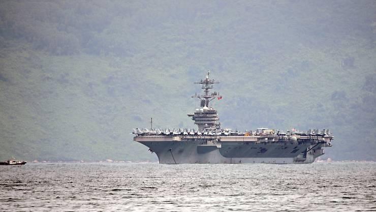 """Im Ringen um das richtige Handeln während der Coronavirus-Pandemie auf dem Kriegsschiff """"USS Theodore Roosevelt"""" hat nunmehr in der US-Armee das Köpferollen begonnen. (Archivbild)"""