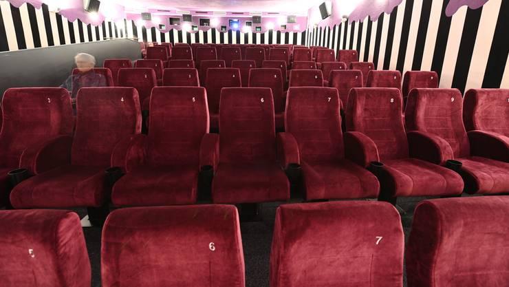 So leer soll es in den Kinos nicht aussehen. Die Schweizer Kinokette Pathé zeigt deshalb in Zukunft Serien in ihren Vorführungssälen.
