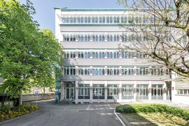 Das Gebäude 106 von aussen: Klassische Büroarchitektur...