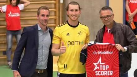 Leandro Gerber Mitte mit Volley-Schönenwerd-Präsident Philipp Noever und Fabian Aebi
