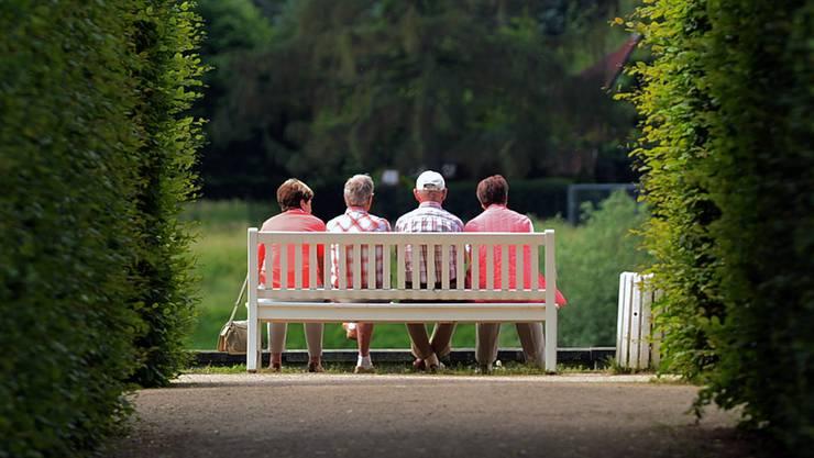 Auf der Ruhebank: Am 24. September entscheidet die Schweiz über die Weiterentwicklung der Altersvorsorge. ARNO BURGI/key
