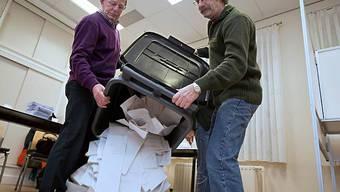 Auszählung der Stimmen im Wahllokal des Dorfes Arnemuiden