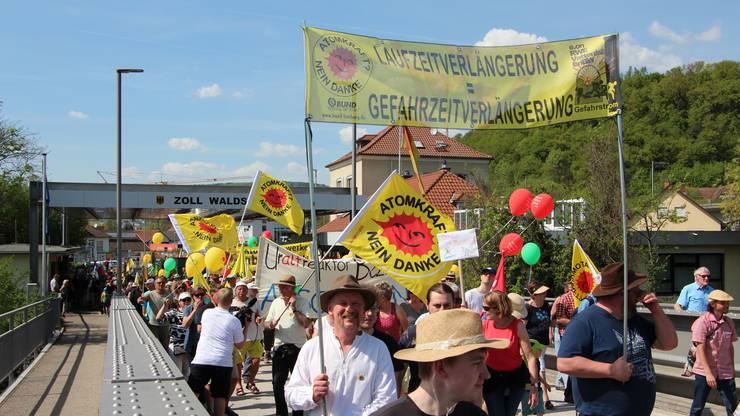 An der Anti-Beznau-Demonstration bei der Grenzbrücke Waldshut-Koblenz war der Aufmarsch gross.