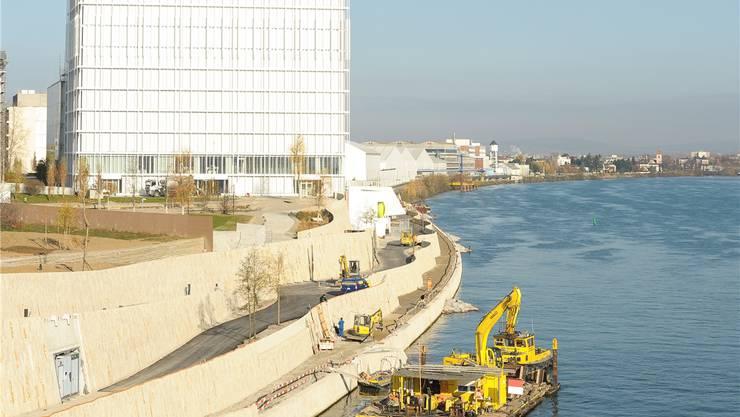 Schönheit hat ihren Preis. Die Sandsteinblöcke sorgen mit dafür, dass die 550 Meter Rheinuferpromenade bis zur Grenze auf der Basler Seite 28 Millionen Franken kostet.