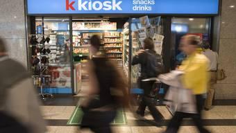 Die Kioske der Valora sind an jedem Bahnhof anzutreffen - neu gehören auch die Brezelkönig-Stände dem Konzern
