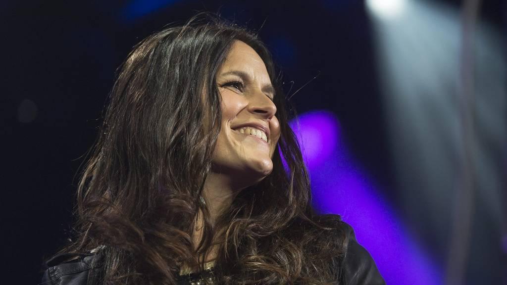Sängerin Caroline Chevin (hier an der Baloise Session 2013) nimmt neben Stress, Naomi Lareine, Dabu Bucher, Noah Veraguth und Melanie Oesch auf dem «Sing meinen Song»-Sofa Platz.