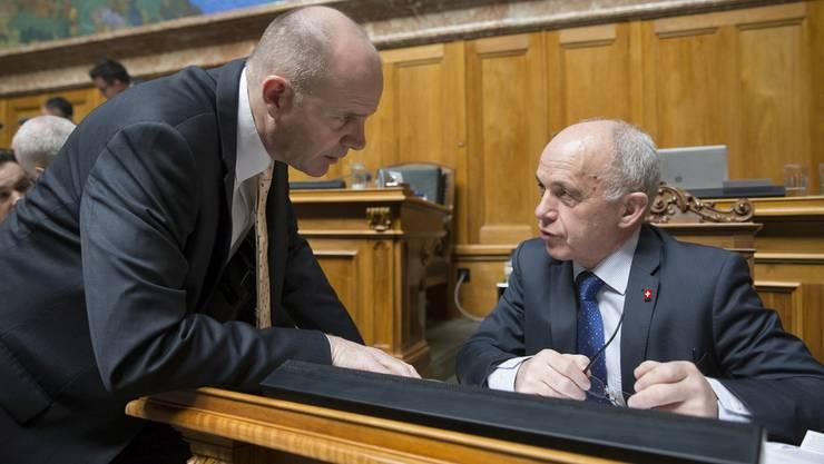 Wer schaffts für die SVP zusammen mit Ueli Maurer in den Bundesrat? Thomas Hurter ist ein möglicher Kandidat (l.).