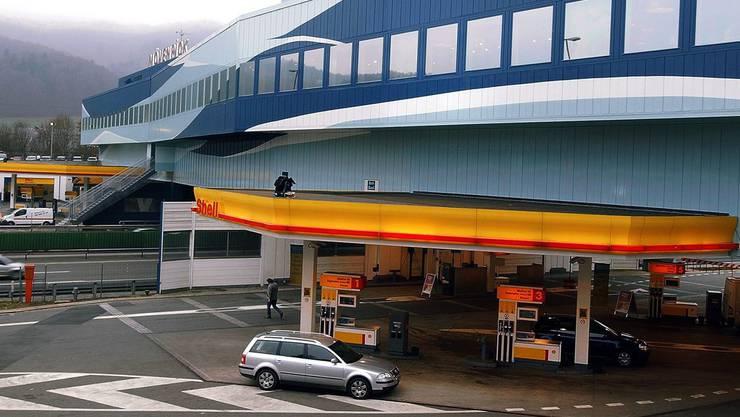 Bei der Autobahnraststätte Würenlos hat die Polizei zwei Rumänen verhaftet. (Archivbild)