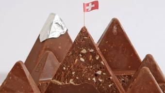 Noch immer wird die Schweiz mit Schokolade und Bergen verbunden.