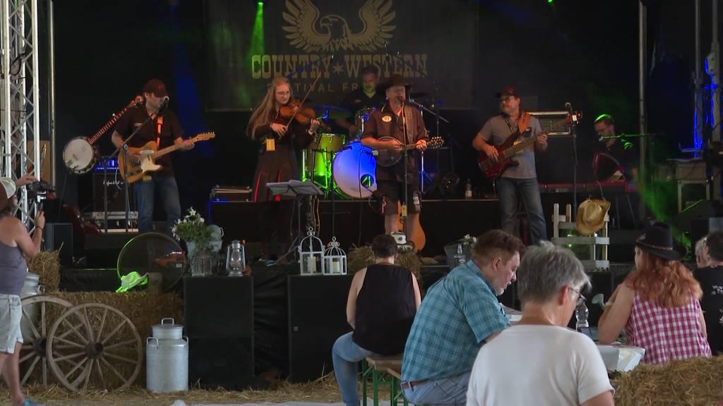Countryfestival ohne Zertifikat: Spontanes Tanzen in Frutigen ist aber verboten