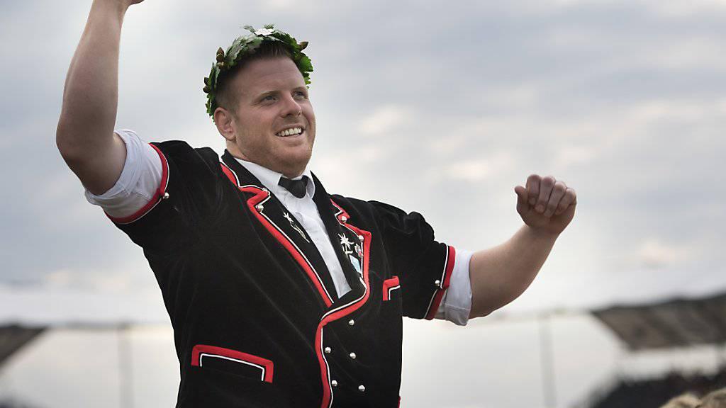 Matthias Glarner zeigt ein zufriedenes Lächeln, kein euphorisches